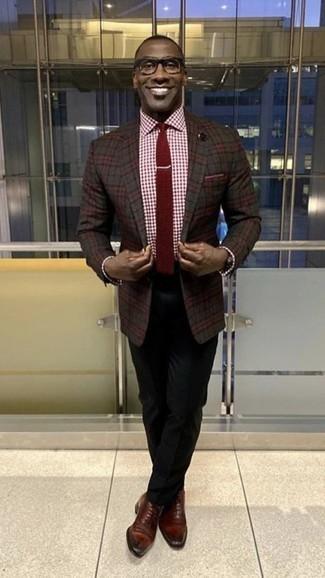 Cómo combinar una corbata burdeos: Emparejar un blazer de tartán en gris oscuro con una corbata burdeos es una opción buena para una apariencia clásica y refinada. Zapatos oxford de cuero burdeos son una opción muy buena para complementar tu atuendo.