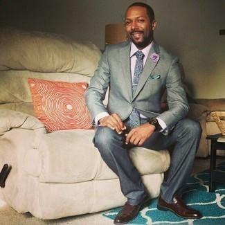 Outfits hombres: Usa una camisa de vestir violeta claro para un perfil clásico y refinado.