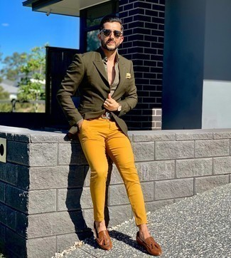 Como Combinar Un Pantalon Chino Mostaza 5 Outfits Lookastic Espana