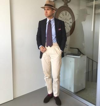 Cómo combinar un sombrero: Mantén tu atuendo relajado con un blazer negro y un sombrero. Con el calzado, sé más clásico y usa un par de mocasín de ante en marrón oscuro.