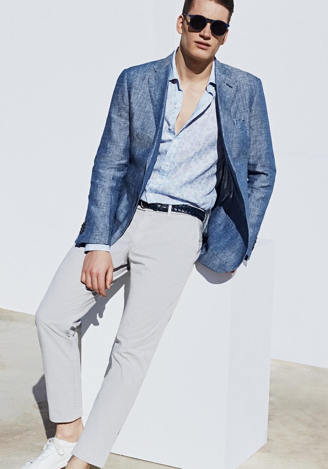 какой блейзер одеть под белоснежные штаны и сине-белые туфли мужчина