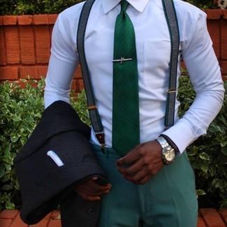 Cómo combinar: blazer de rayas verticales negro, camisa de vestir blanca, pantalón de vestir verde, corbata verde