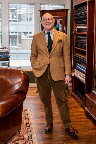 Cómo combinar: blazer de lana a cuadros marrón, camisa de vestir de rayas verticales gris, pantalón de vestir de pana marrón, zapatos derby de cuero marrónes