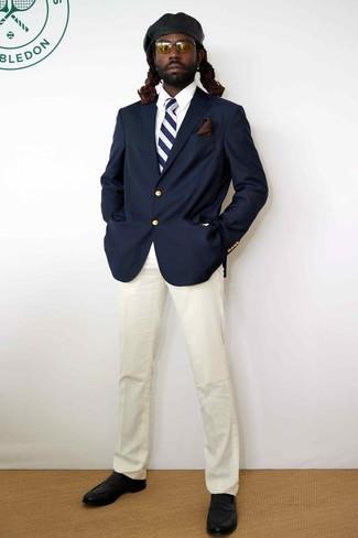 Cómo combinar una corbata de rayas verticales en azul marino y blanco: Elige un blazer azul marino y una corbata de rayas verticales en azul marino y blanco para un perfil clásico y refinado. Mocasín de cuero negro son una opción buena para completar este atuendo.