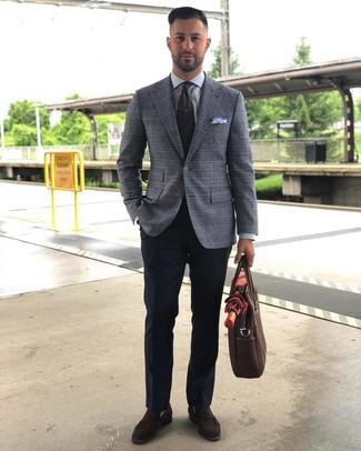 Cómo combinar: blazer de tartán gris, camisa de vestir gris, pantalón de vestir azul marino, mocasín de ante en marrón oscuro