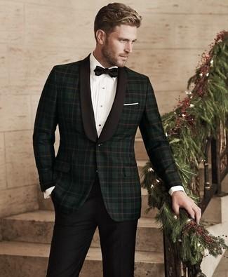 Cómo combinar un blazer de tartán verde oscuro: Considera ponerse un blazer de tartán verde oscuro y un pantalón de vestir negro para rebosar clase y sofisticación.