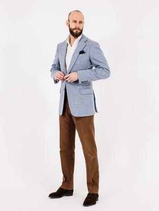Cómo combinar un blazer: Usa un blazer y un pantalón de vestir de pana marrón para una apariencia clásica y elegante. Complementa tu atuendo con zapatos derby de ante en marrón oscuro.