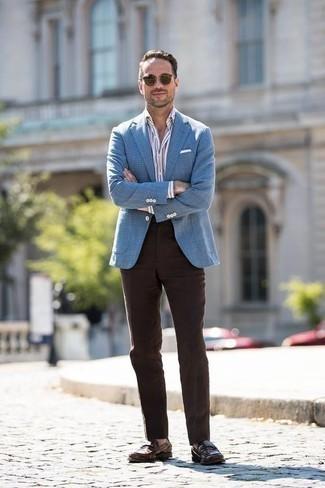 Cómo combinar un pantalón de vestir en marrón oscuro: Intenta ponerse un blazer de pata de gallo azul y un pantalón de vestir en marrón oscuro para un perfil clásico y refinado. Mocasín de cuero en marrón oscuro son una opción grandiosa para complementar tu atuendo.