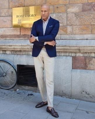 Cómo combinar un pantalón de vestir en beige: Emparejar un blazer azul marino junto a un pantalón de vestir en beige es una opción práctica para una apariencia clásica y refinada. Zapatos con doble hebilla de cuero en marrón oscuro son una opción buena para complementar tu atuendo.