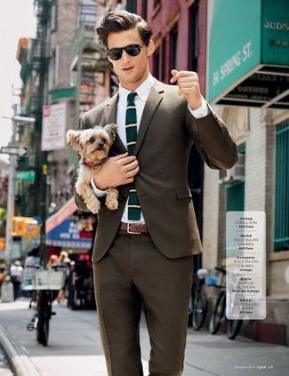 Cómo combinar: blazer marrón, camisa de vestir blanca, pantalón de vestir marrón, corbata de lana de rayas horizontales en verde azulado