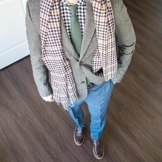 Cómo combinar una corbata verde oscuro: Intenta combinar un blazer gris junto a una corbata verde oscuro para una apariencia clásica y elegante. Si no quieres vestir totalmente formal, haz zapatos brogue de cuero en marrón oscuro tu calzado.