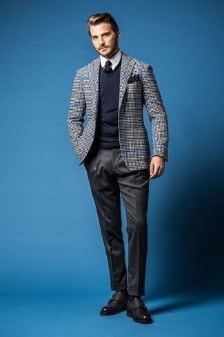 Cómo combinar una corbata azul marino: Emparejar un blazer de pata de gallo en blanco y negro con una corbata azul marino es una opción inmejorable para una apariencia clásica y refinada. Zapatos con doble hebilla de cuero negros son una opción grandiosa para complementar tu atuendo.