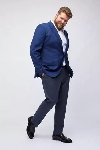 Cómo combinar un mocasín de cuero negro: Equípate un blazer azul junto a un pantalón de vestir azul marino para una apariencia clásica y elegante. Mocasín de cuero negro son una opción estupenda para completar este atuendo.