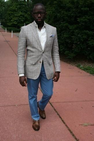 Cómo combinar un blazer de tartán gris: Emparejar un blazer de tartán gris con un pantalón de vestir azul es una opción muy buena para una apariencia clásica y refinada. Zapatos con hebilla de cuero marrónes son una opción muy buena para complementar tu atuendo.