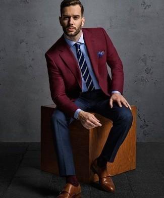 Cómo combinar un pañuelo de bolsillo a lunares azul: Emparejar un blazer burdeos con un pañuelo de bolsillo a lunares azul es una opción excelente para el fin de semana. Zapatos con doble hebilla de cuero marrónes proporcionarán una estética clásica al conjunto.