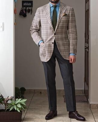 Cómo combinar una corbata verde oliva: Haz de un blazer de tartán gris y una corbata verde oliva tu atuendo para una apariencia clásica y elegante. Zapatos derby de cuero burdeos son una opción inigualable para completar este atuendo.