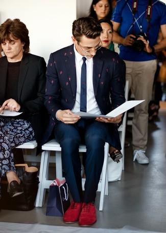 Cómo combinar unos zapatos oxford de ante burdeos: Elige un blazer de rayas verticales azul marino y un pantalón de vestir azul marino para un perfil clásico y refinado. Haz zapatos oxford de ante burdeos tu calzado para mostrar tu inteligencia sartorial.