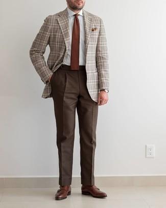 Cómo combinar un pañuelo de bolsillo en tabaco: Un blazer de tartán marrón y un pañuelo de bolsillo en tabaco son una gran fórmula de vestimenta para tener en tu clóset. Luce este conjunto con zapatos con doble hebilla de cuero marrónes.