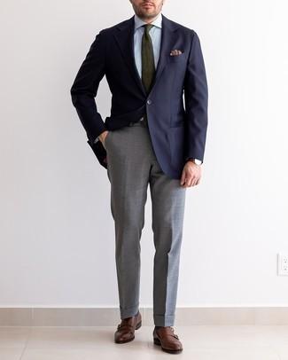 Cómo combinar una corbata verde oliva: Empareja un blazer azul marino con una corbata verde oliva para rebosar clase y sofisticación. Mezcle diferentes estilos con zapatos con doble hebilla de cuero marrónes.