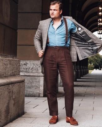 Cómo combinar unos tirantes: Emparejar un blazer de tartán gris junto a unos tirantes es una opción atractiva para el fin de semana. ¿Te sientes valiente? Complementa tu atuendo con mocasín con borlas de ante marrón.