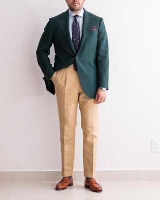 Cómo combinar unos calcetines en gris oscuro: Para un atuendo tan cómodo como tu sillón haz de un blazer verde oscuro y unos calcetines en gris oscuro tu atuendo. Con el calzado, sé más clásico y elige un par de mocasín de cuero en tabaco.