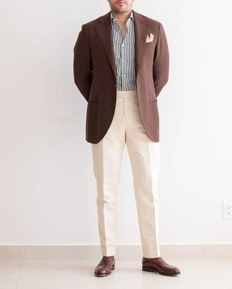 Cómo combinar un pantalón de vestir en beige: Elige un blazer marrón y un pantalón de vestir en beige para una apariencia clásica y elegante. Mocasín de cuero en marrón oscuro son una opción estupenda para completar este atuendo.
