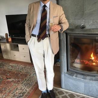 Cómo combinar unos calcetines celestes: Ponte un blazer marrón claro y unos calcetines celestes para un look agradable de fin de semana. Luce este conjunto con mocasín de cuero en marrón oscuro.