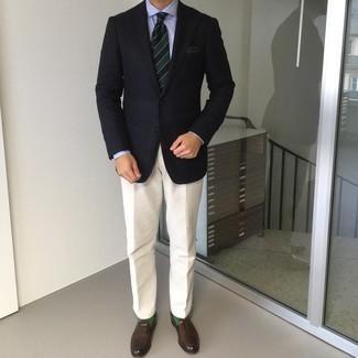 Cómo combinar un pantalón de vestir en beige: Emparejar un blazer azul marino junto a un pantalón de vestir en beige es una opción inmejorable para una apariencia clásica y refinada. Mocasín de cuero en marrón oscuro son una opción estupenda para complementar tu atuendo.