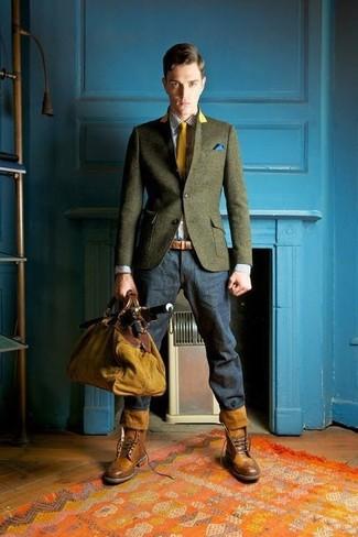 Cómo combinar: blazer de lana verde oliva, camisa de vestir de cuadro vichy blanca, vaqueros azul marino, botas brogue de cuero marrónes