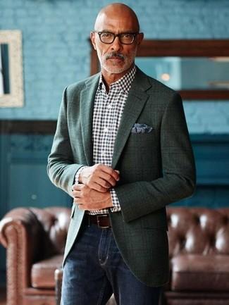 Cómo combinar: blazer de tartán verde oscuro, camisa de vestir de cuadro vichy en negro y blanco, vaqueros azul marino, pañuelo de bolsillo estampado azul marino