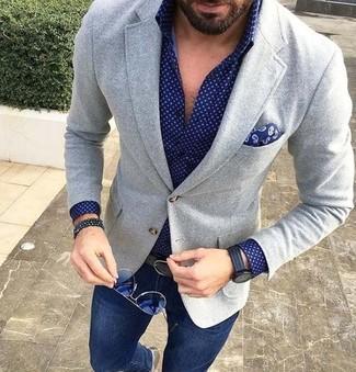 Cómo combinar: blazer de lana gris, camisa de vestir a lunares azul marino, vaqueros pitillo azul marino, pañuelo de bolsillo de paisley azul marino
