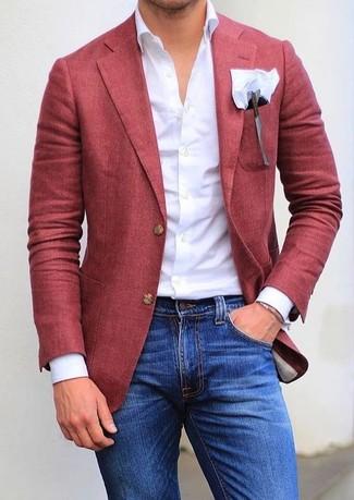 Cómo combinar: blazer rojo, camisa de vestir blanca, vaqueros pitillo azules, pañuelo de bolsillo blanco