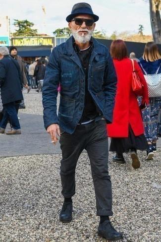 Cómo combinar unos zapatos de vestir: Si buscas un look en tendencia pero clásico, considera ponerse un blazer vaquero azul marino y un pantalón chino en gris oscuro. ¿Te sientes ingenioso? Dale el toque final a tu atuendo con zapatos de vestir.