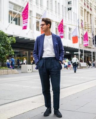 Cómo combinar un pañuelo de bolsillo azul: Emparejar un blazer de lana de tartán azul marino junto a un pañuelo de bolsillo azul es una opción atractiva para el fin de semana. Opta por un par de botas safari de ante azul marino para mostrar tu inteligencia sartorial.