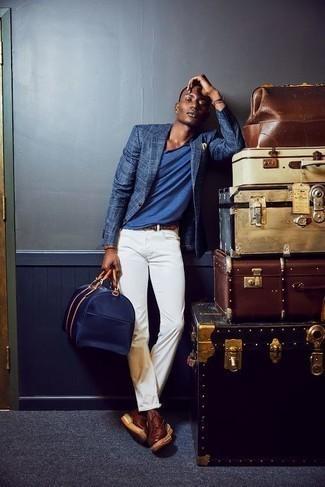 Cómo combinar un pañuelo de bolsillo amarillo: Empareja un blazer de tartán azul con un pañuelo de bolsillo amarillo para un look agradable de fin de semana. Con el calzado, sé más clásico y opta por un par de botas casual de cuero burdeos.