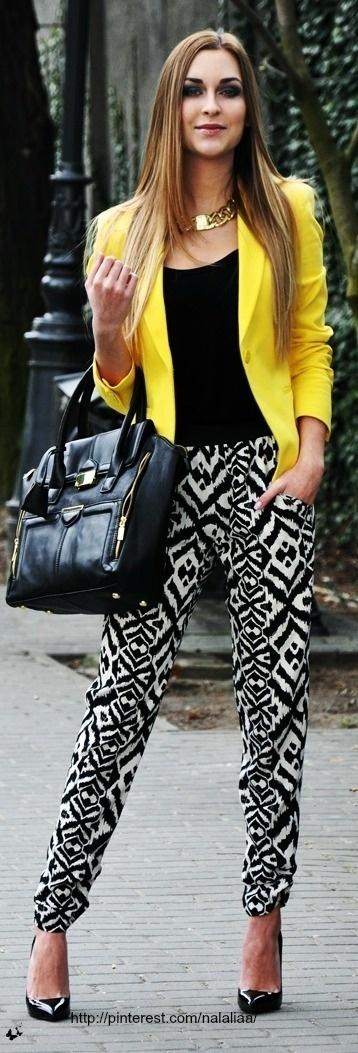 Como combinar un blazer amarillo mujer