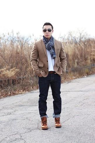 Cómo combinar unas botas casual de cuero en tabaco: Elige un blazer marrón claro y unos vaqueros azul marino para el after office. Botas casual de cuero en tabaco son una opción buena para complementar tu atuendo.
