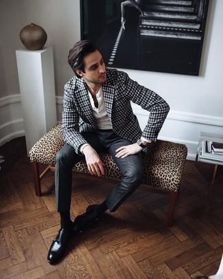 Cómo combinar unos zapatos con doble hebilla de cuero negros: Ponte un blazer de cuadro vichy en azul marino y blanco y un pantalón de vestir en gris oscuro para rebosar clase y sofisticación. Zapatos con doble hebilla de cuero negros son una opción inigualable para complementar tu atuendo.