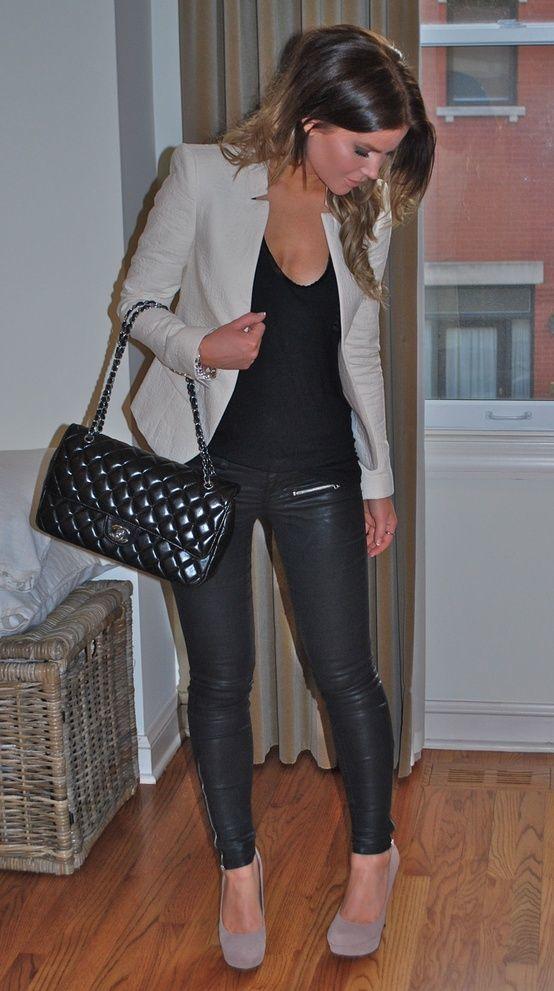 Como combinar un blazer gris oscuro de mujer
