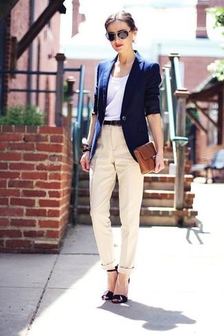 Blazer azul con pantalon blanco mujer