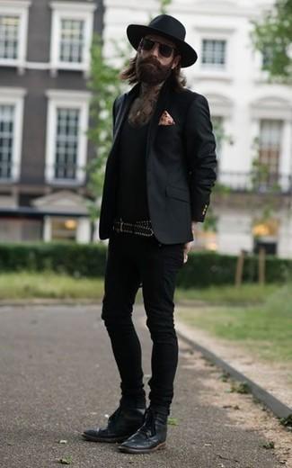 Cómo combinar un blazer negro: Empareja un blazer negro junto a unos vaqueros pitillo negros para lidiar sin esfuerzo con lo que sea que te traiga el día. ¿Te sientes ingenioso? Dale el toque final a tu atuendo con botas brogue de cuero negras.