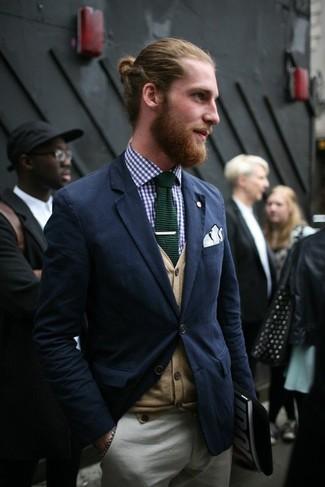 Este combo de un cárdigan marrón claro de Scalpers y un pantalón chino gris te permitirá mantener un estilo cuando no estés trabajando limpio y simple.