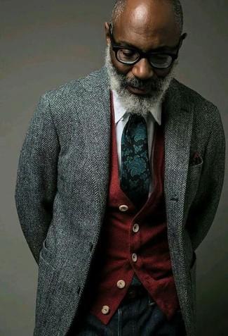 Cómo combinar: blazer de lana de espiguilla gris, cárdigan rojo, camisa de vestir blanca, vaqueros azul marino