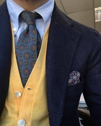 Cómo combinar un cárdigan amarillo: Casa un cárdigan amarillo junto a un blazer de lana negro para un lindo look para el trabajo.