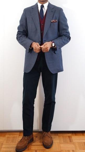 Cómo combinar un cárdigan burdeos: Empareja un cárdigan burdeos junto a un pantalón de vestir negro para rebosar clase y sofisticación. Zapatos derby de ante marrónes son una sencilla forma de complementar tu atuendo.