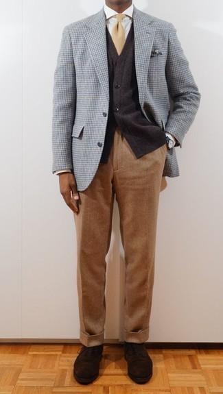 Cómo combinar un pañuelo de bolsillo estampado verde oscuro: Un blazer de lana de pata de gallo celeste y un pañuelo de bolsillo estampado verde oscuro son una opción grandiosa para el fin de semana. Con el calzado, sé más clásico y elige un par de zapatos oxford de ante en marrón oscuro.