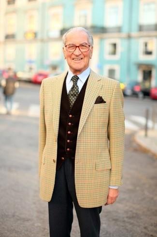 Cómo combinar: blazer de tartán marrón claro, chaleco de vestir de pana en marrón oscuro, camisa de vestir celeste, pantalón de vestir de lana en gris oscuro