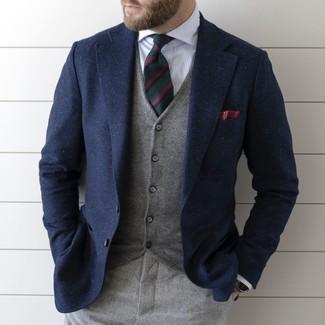 Cómo combinar: blazer de lana azul marino, chaleco de vestir gris, camisa de vestir de rayas verticales blanca, pantalón de vestir de lana gris