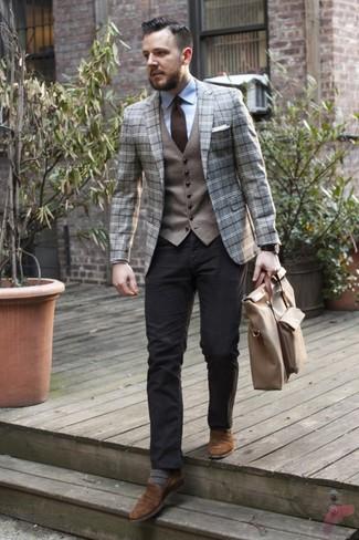 Look de moda: Blazer de lana de tartán gris, Chaleco de vestir de lana gris, Camisa de vestir celeste, Pantalón chino negro