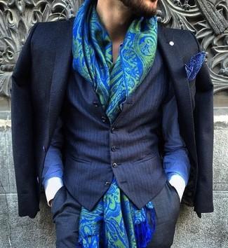 Cómo combinar: blazer negro, chaleco de vestir de rayas verticales azul marino, camisa de vestir de rayas verticales azul, pantalón de vestir negro